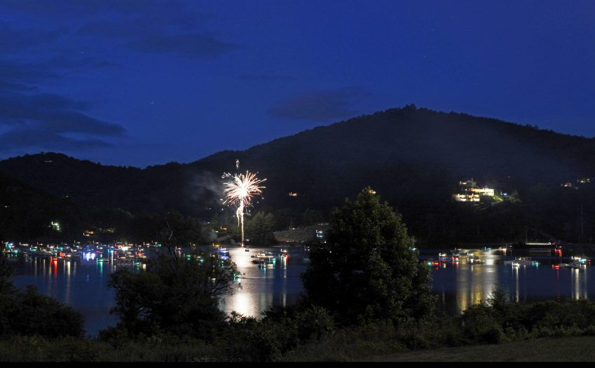 firework show on lake Glenville in jackson county