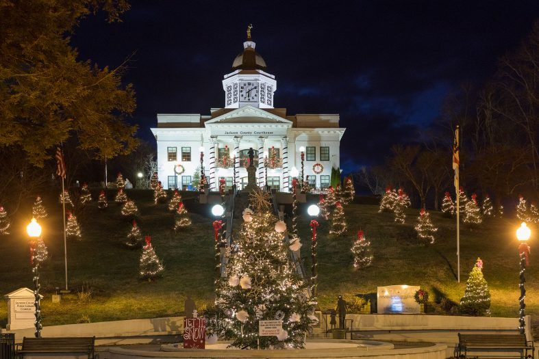 courthouse decorated for christmas in jackson county